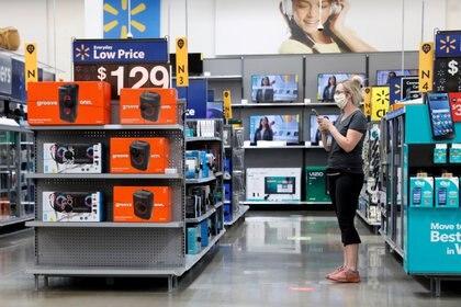 En el año del coronavirus, el Viernes Negro tendrá distintas características: se extenderá durante más días en las tiendas físicas, para no crear aglomeraciones, y también seguirá online. (REUTERS/Brendan McDermid)