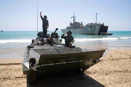 Los ejercicios desde una playa iraní (AFP)