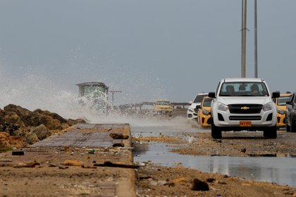Calles inundadas por el paso del huracán Iota, en Cartagena