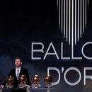 FOTO DE ARCHIVO. El futbolista argentino del Barcelona, Lionel Messi, posa con sus seis trofeos del Balón de Oro, en el Theatre du Chatelet, en París, Francia. 2 de diciembre de 2019. REUTERS/Christian Hartmann