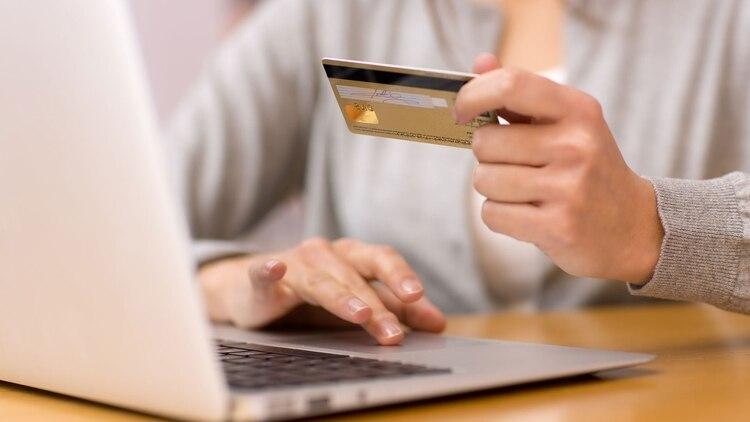 Las ventas online, por el contrario, registraron un crecimiento (Shutterstock)