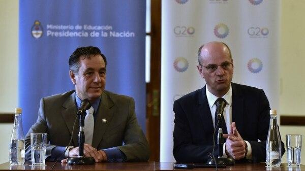 El ministro de educacion de la Nación, Alejandro Finocchiaro, junto a su par francés