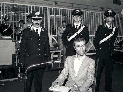 Agca durante el juicio en Roma por el atentado al Papa: fue condenado a perpetua, pero leugo fue indultado e extraditado a Turquía (Reuters)