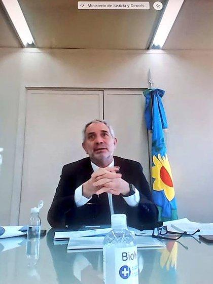 El ministro de Justicia bonaerense, Julio Alak durante la reunión con los legisladores provinciales.