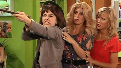 """Érica Rivas, Florencia Peña y Luisana Lopilato en plena actuación en """"Casados con hijos"""" (Captura de TV/Telefe)"""