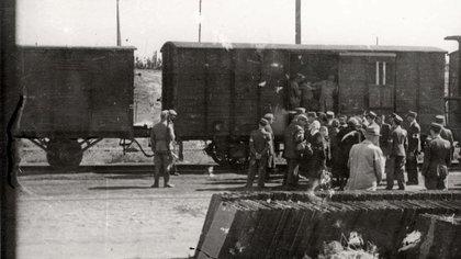 En el juicio contra Adolf Eichmann, Henryk Ross declaró sobre esta foto de un tren en la estación de Radegast, donde paraban los trenes con destino a Auschwitz. (Archivo Fotográfico de Yad Vashem)