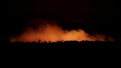 El incendio de noche (Reuters)