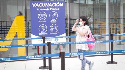 El caso Uruguay: es el país de la región que más vacuna, pero también el que sufre más muertes por cada 100 habitantes