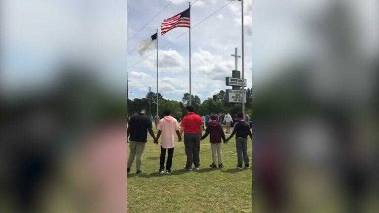 Estudiantes rezando por la muerte de Millie Drew Kelly (Foto: Facebook @North River Christian Academy)