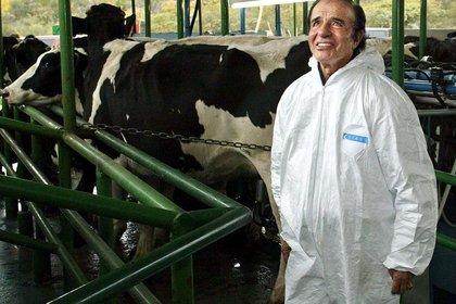 Carlos Menem, en 2003, en un establecimiento agropecuario de La Rioja (AFP)