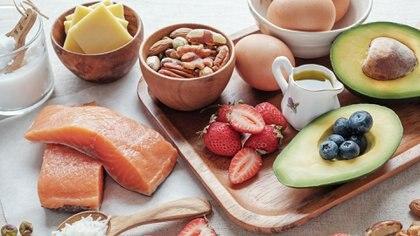 Palta, huevos, frutos secos, algunos de los alimentos ideales para esta dieta.