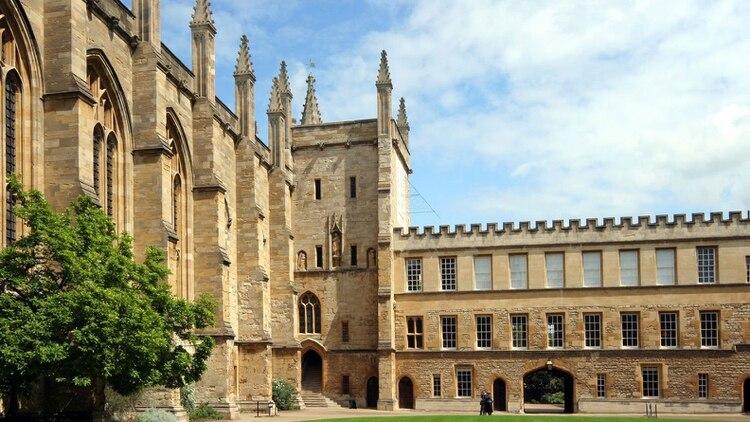 Considera la mejor universidad del mundo, la de Oxford, en el Reino Unido, oferta cursos relacionados con las tendencias actuales.<br>(Foto: Archivo)