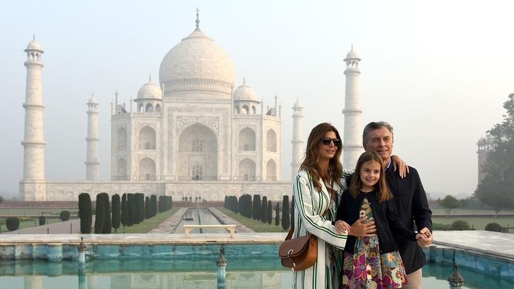 El presidente y su familia en el Taj Mahal en la ciudad de Agra