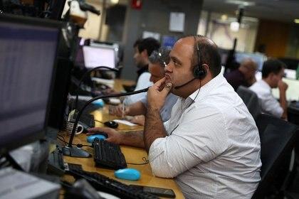 Imagen de archivo de operadores en la bolsa de Sao Paulo, Brasil, 27 de febrero de 2020. REUTERS/Amanda Perobelli
