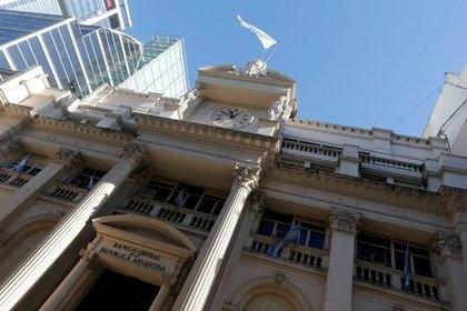 El Banco Central redujo el stock de Leliq para impulsar préstamos bancarios, pero también emitió para financiar al fisco