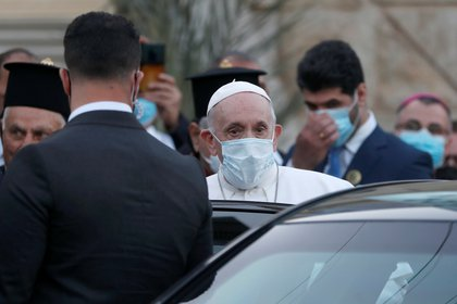 "Pope Francis gets to the car as he leaves the Syro-Catholic Cathedral of ""Our Lady of Salvation"" in Baghdad, Iraq March 5, 2021. REUTERS/Yara Nardi"