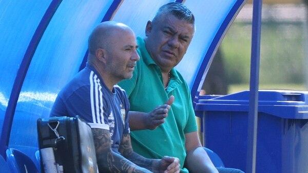 Angelici, Tapia y Sampaoli mantuvieron una reunión en el predio de Ezeiza acerca del futuro del entrenador (Foto: REUTERS)