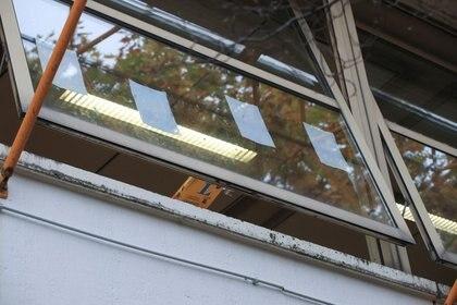 Ventana abierta en aula de la escuela secundaria Freiherr-vom-Stein en la ciudad de Bonn, Alemania (REUTERS/Wolfgang Rattay)