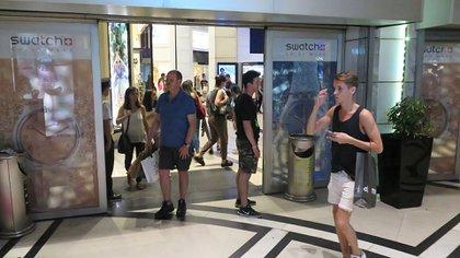 Los shoppings siguen abiertos, pero hay restricciones en cuanto a la cantidad de personas que pueden estar adentro