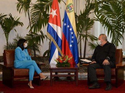 La vicepresidenta de Maduro, Delcy Rodríguez, y el primer ministro de Cuba, Manuel Marrero.