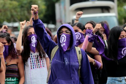Imagen de archivo. Feminist university students shout slogans during a meeting to mark International Women's Day at the Central American University (UCA) in Managua, Nicaragua March 9, 2020. REUTERS/Oswaldo Rivas