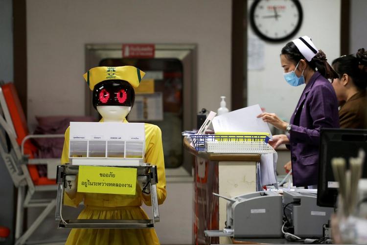 Se espera que en el futuro los jefes se concentran en actuar como humanos y dejen a los robots las cuestiones técnicas y las tareas rutinarias. (REUTERS/Athit Perawongmetha TPX IMAGES OF THE DAY)