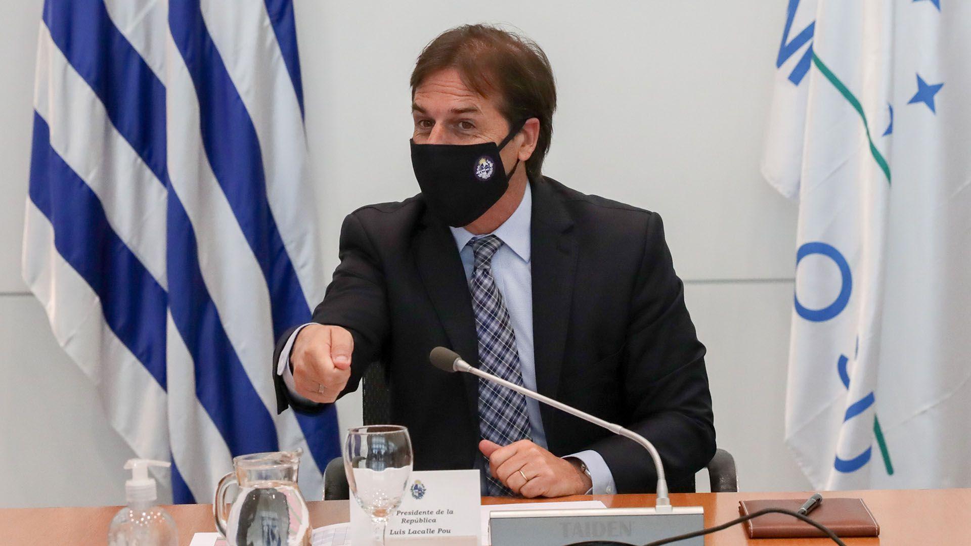 Uruguay vuelve a suspender sus clases presenciales en el este por un brote COVID-19