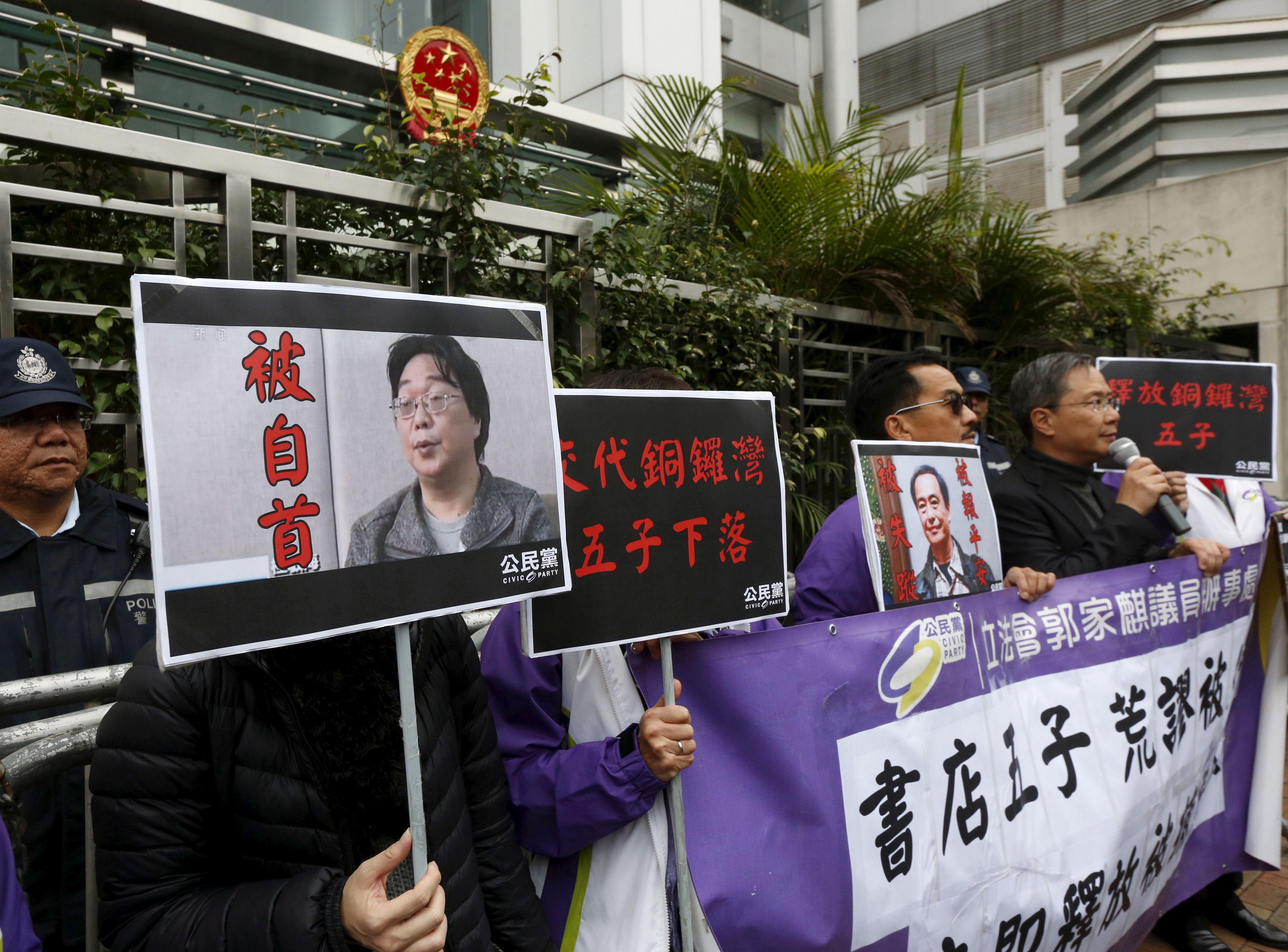 Según las autoridades chinas, Gui Minhai renunció a apelar su sentencia a 10 años de cárcel y solicitó voluntariamente que se le devolviera la ciudadanía china perdida cuando se hizo sueco. (REUTERS/Bobby Yip)