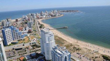 Uruguay estableció un sistema de tarjetas prepagas para facilitar los pagos de los turistas argentinos