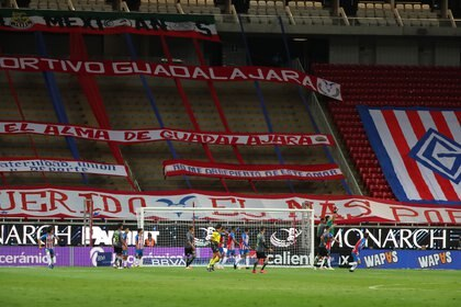 Atlas sigue sin dar buenos resultados y su DT, Rafael Puente Jr. es blanco de criticas (Foto: Twitter/Chivas)