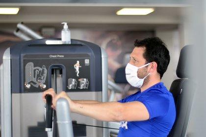 La sede de Martinez fue habilitada para deportistas olímpicos que participarán en las Tokio 2021. Se entrena con tapabocas y cada máquina posee su alcohol en gel