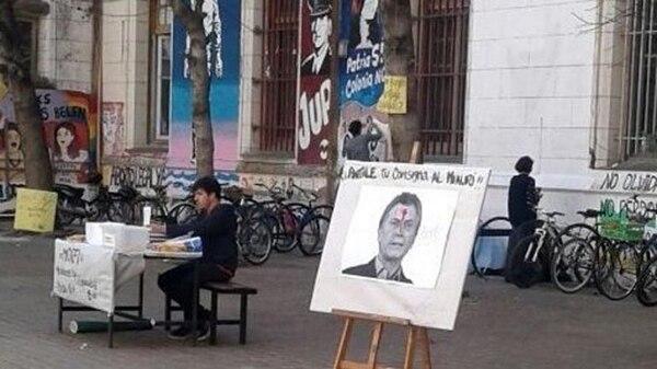 En septiembre pasado una facultad rosarina exhibió un cartel con la foto de Macri con un disparo en la frente