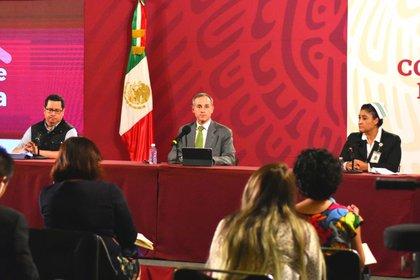 En aquella conferencia de prensa estuvieron presentes Hugo López-Gatell, José Luis Alomía y Fabiana Maribel Zepeda (Foto: Cortesía)