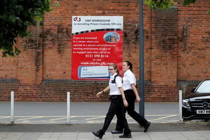 Trabajadores de la prisión de Birmingham (REUTERS/Darren Staples)