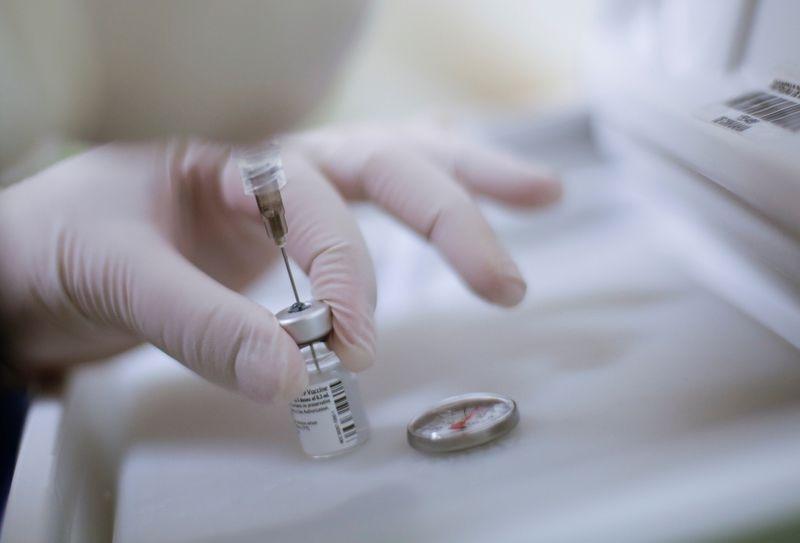 Enrique Alfaro denunció que no habían llegado las vacunas que se habían acordado para inmunizar al sector salud de la entidad (Foto: Luis González/Reuters)