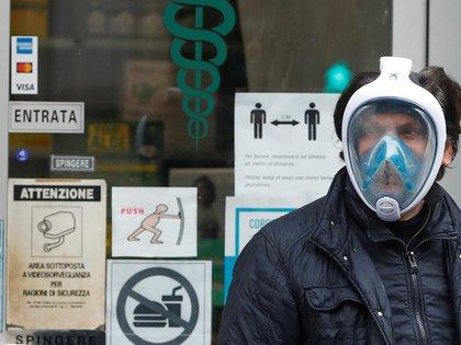 Italia registra más de ocho mil muertos por coronavirus (REUTERS/Yara Nardi)