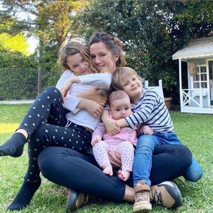 La imagen que publicó Pedro Alfonso de su familia por el Día de la Madre (Foto: Instagram)