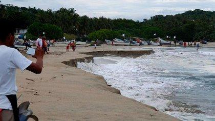 El mar se comió la playa como parte de un fenómeno poco usual (Foto: Protección Civil)