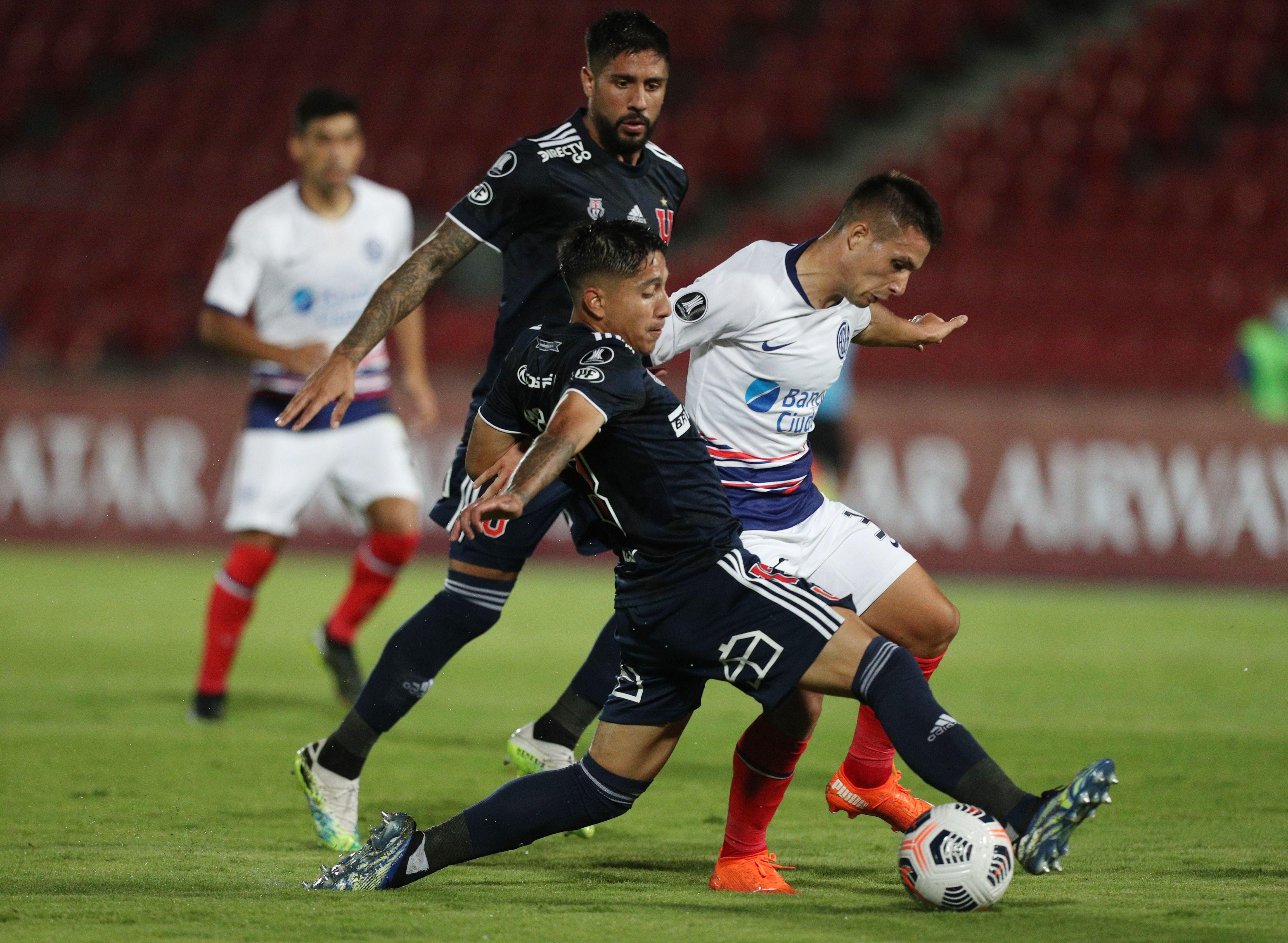 La U y San Lorenzo igualaron 1 a 1 en el cotejo de ida (REUTERS/Esteban Felix).