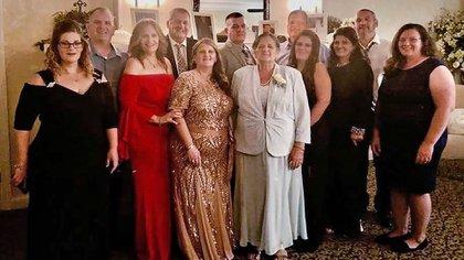 Grace Fusco, en el centro, rodeada de sus parientes