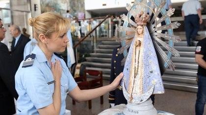 Tras 37 años lejos de Argentina, la imagen de la Virgen regresó y generó mucha emoción en la gente. Foto: Giovanni Sacchetto.