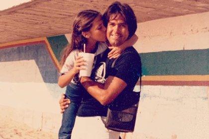 Miguel Salas falleció cuando Stephanie tenía 10 años, ella aún recuerda cuando viajaban juntos en su moto (Foto: Instagram @stephaniesalasoficial)
