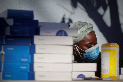 Trabajadores de salud en un puesto de control en Nueva York.  REUTERS/Brendan McDermid