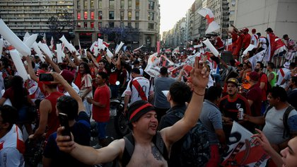 La caravana de River del 9 de diciembre y el velatorio de Maradona mostraron poco distanciamiento (Nicolás Stulberg)