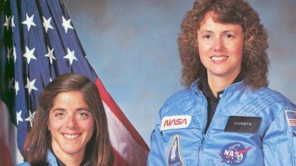 Seis astronautas y Christa McAuliffe, la primera maestra en viajar al espacio, murieron en el accidente