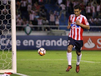 En la imagen, el jugador Teófilo Gutiérrez (i) de Junior de Barranquilla. EFE/Jorge Payares/Archivo
