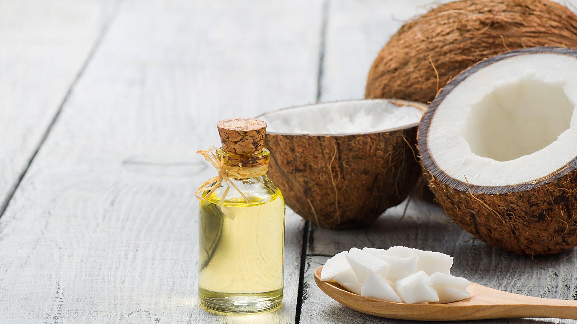 La ANMAT prohibió la comercialización de un aceite de coco (Shutterstock)