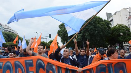 Los sindicatos se movilizaron hacia la Plaza de Mayo (Franco Fafasuli)