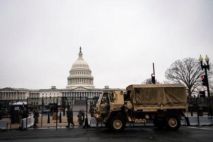 Las autoridades reforzaron las medidas de seguridad en las inmediaciones del Capitolio (REUTERS/Al Drago)