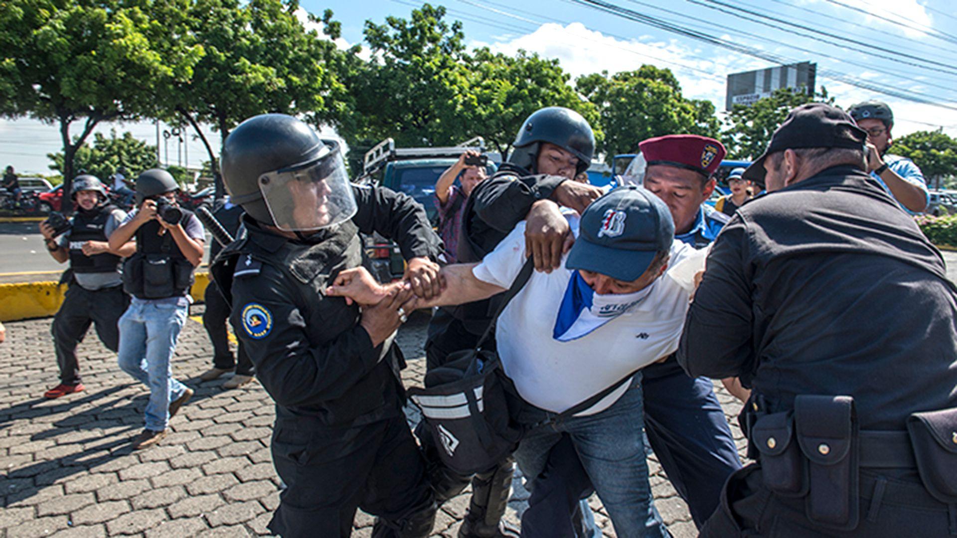 La Policía de Nicaragua se convirtió en la primera institución estatal sancionada por Estados Unidos, quien la considera responsable de impulsar escuadrones de la muerte y participar en ejecuciones extrajudiciales. (Cortesía La Prensa)